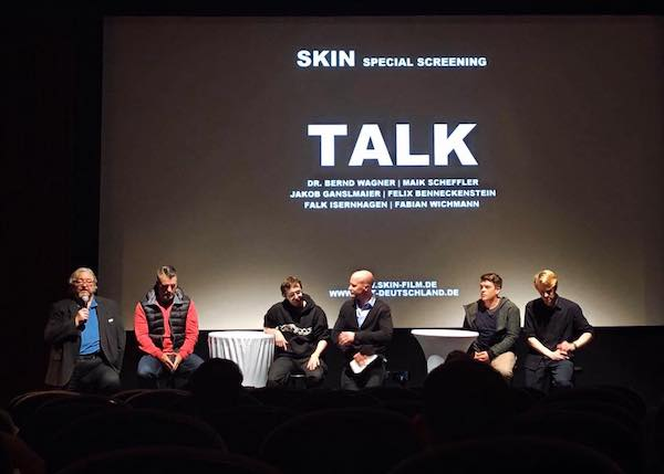 Talk zum Film Skin. Mit Mitarbeitern von EXIT-Deutschland und Aussteigern.